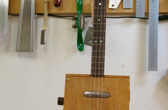 Cigar Box Guitar 4 cordes